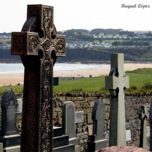 Cementerio, y a lo lejos la playa de Carros de Fuego