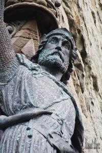 Su estatua y su espada