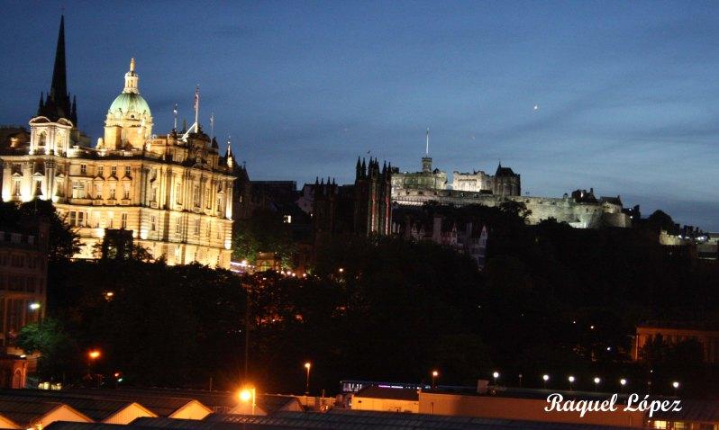 Noche sobre la estación de Edimburgo
