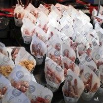 Cucuruchos de fuet en el mercado de San Miguel