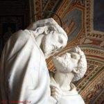Estatuas en lo alto de la Escalera Santa