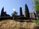 El castillo, desde uno de los senderos