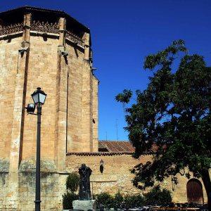 Convento de las Ursulas y la estatua de Unamuno