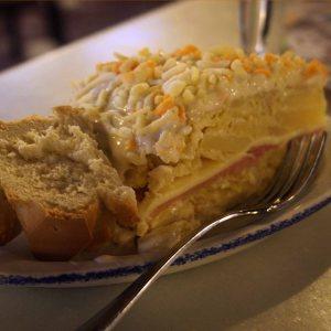 Tortilla de patata rellena  con mayonesa