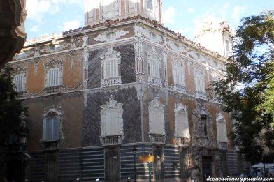 El palacio, un edificio muy chulo que hoy alberga el museo nacional de cerámica