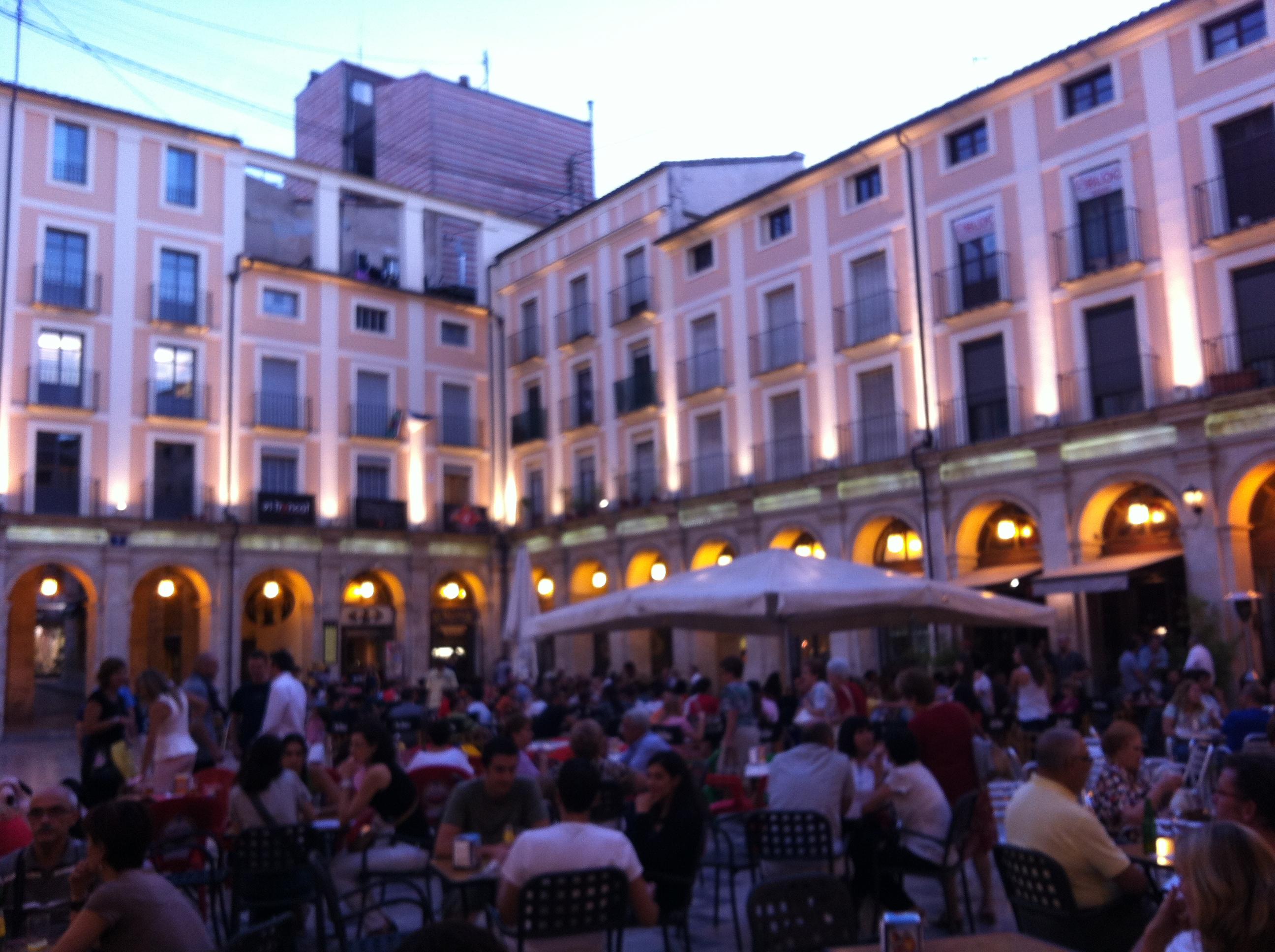 Alcoy mucho m s que una ciudad entre monta as de for Tomar algo en barcelona noche