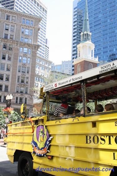 El vehículo-anfibio turístico. Lo vimos un millón de veces pero no lo cogimos. Preferimos caminar y el Ferry público de 3,50 $ el trayecto. El Pato turístico cuesta 30$ por cabeza.