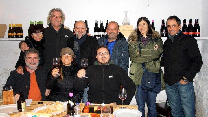 Tras horas de charla y buen vino, brindamos por el futuro y nos fuimos a ver las viñas