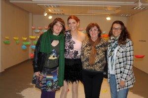 Silvia, Manuela y yo con Esperanza.