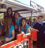 """Las damas de las Fiestas Mayores patronales en el trenecito turístico que las llevó de romería con los """"huertanos"""""""