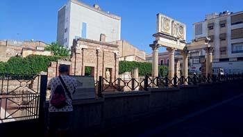 Entrada al foro romano de Mérida